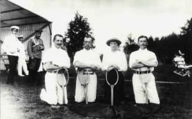Какие спортсмены изначально стали носить рубашки поло?