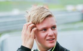 Сын Михаэля Шумахера победил в третьей гонке «Формулы-4» в Германии