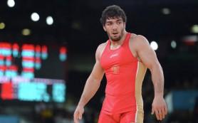 По два золота и бронзы: борцы-вольники РФ уверенно стартовали в Баку