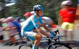 Гонщика «Астаны» на этапе «Тур де Франс» сбил мотоцикл