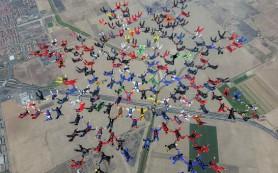 Россияне в числе 200 парашютистов установили в США мировой рекорд