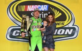 Американский гонщик Кайл Буш выиграл титул чемпиона NASCAR