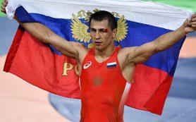 Борец Власов гарантировал России еще одну медаль Олимпиады