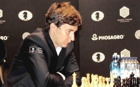 Российскому шахматисту вновь удалось обмануть норвежца и свести вничью проиграную позицию