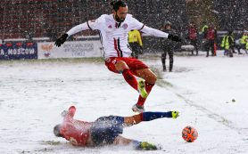 Российское ноу-хау: летом футболисты отдыхают, а в декабре месят снег и грязь