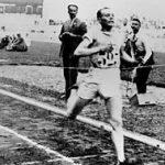 Какой спортсмен обогнал мирового рекордсмена, пробежав дистанцию на соседнем стадионе?