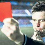 Какие арбитры показывали красную карточку самим себе?