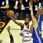 """""""Голден Стэйт"""" выиграл третий матч у """"Кливленда"""" в финальной серии плей-офф НБА"""