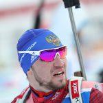 Россиянин Логинов стал третьим в биатлонной гонке, несмотря на падение