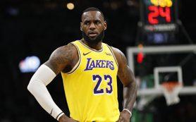 Баскетболисты «Лейкерс» обыграли «Нью-Орлеан» в НБА, у Джеймса дабл-дабл