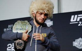 Двух россиян включили в топ-10 лучших бойцов ММА