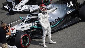 Британец Льюис Хэмилтон («Мерседес») досрочно победил в чемпионате мира по автогонкам в классе машин «Формула-1» в 2020 году