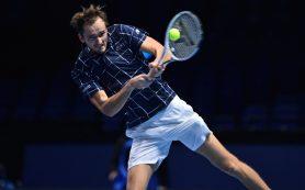 Медведев стартовал с победы на Итоговом турнире АТР