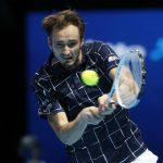 Медведев разгромил Джоковича на Итоговом чемпионате