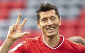Левандовский признан футболистом года по версии ФИФА