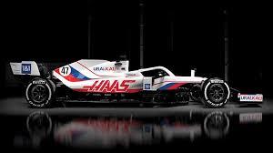 «Хаас» представил болид на сезон «Формулы-1» в цветах российского флага