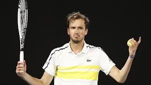 Медведев сенсационно проиграл в первом круге турнира в Роттердаме