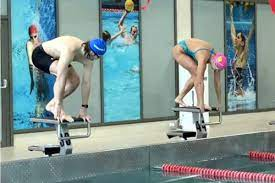 Ефимова выиграла заплыв на 25 метров у хоккеиста Сергачева