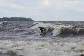 На курильском острове Кунашир открылась школа серфинга